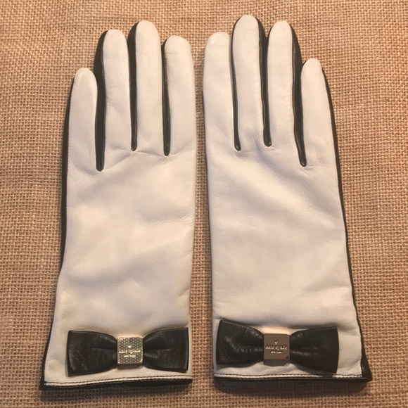 kate spade Accessories - Kate Spade Bow Tech Gloves